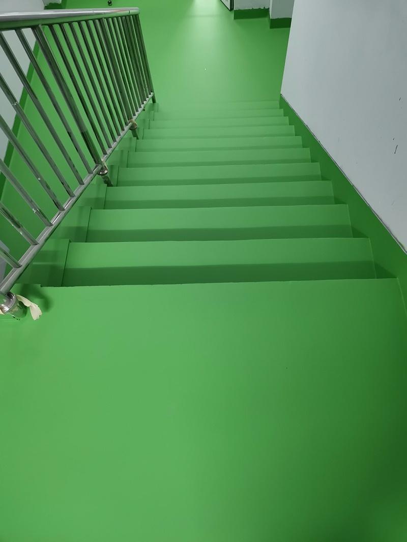 楼梯地面涂装亮豹无机复合地坪涂料后